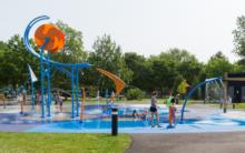 Bâtiment de services et jeux d'eau au Parc Valois – Ville de Pointe-Claire